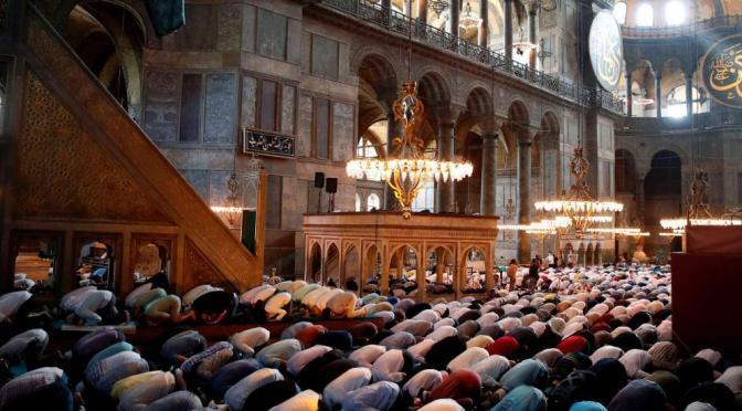 """Luto em Hagia Sophia: o """"recado"""" da """"espada de Maomé"""" na catedral transformada em mesquita"""